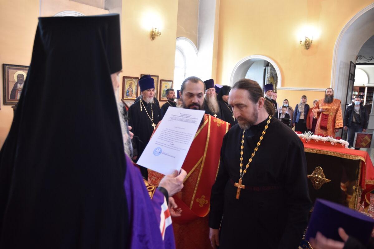 Владыка Мефодий вручил Пасхальные награды священнослужителям епархии