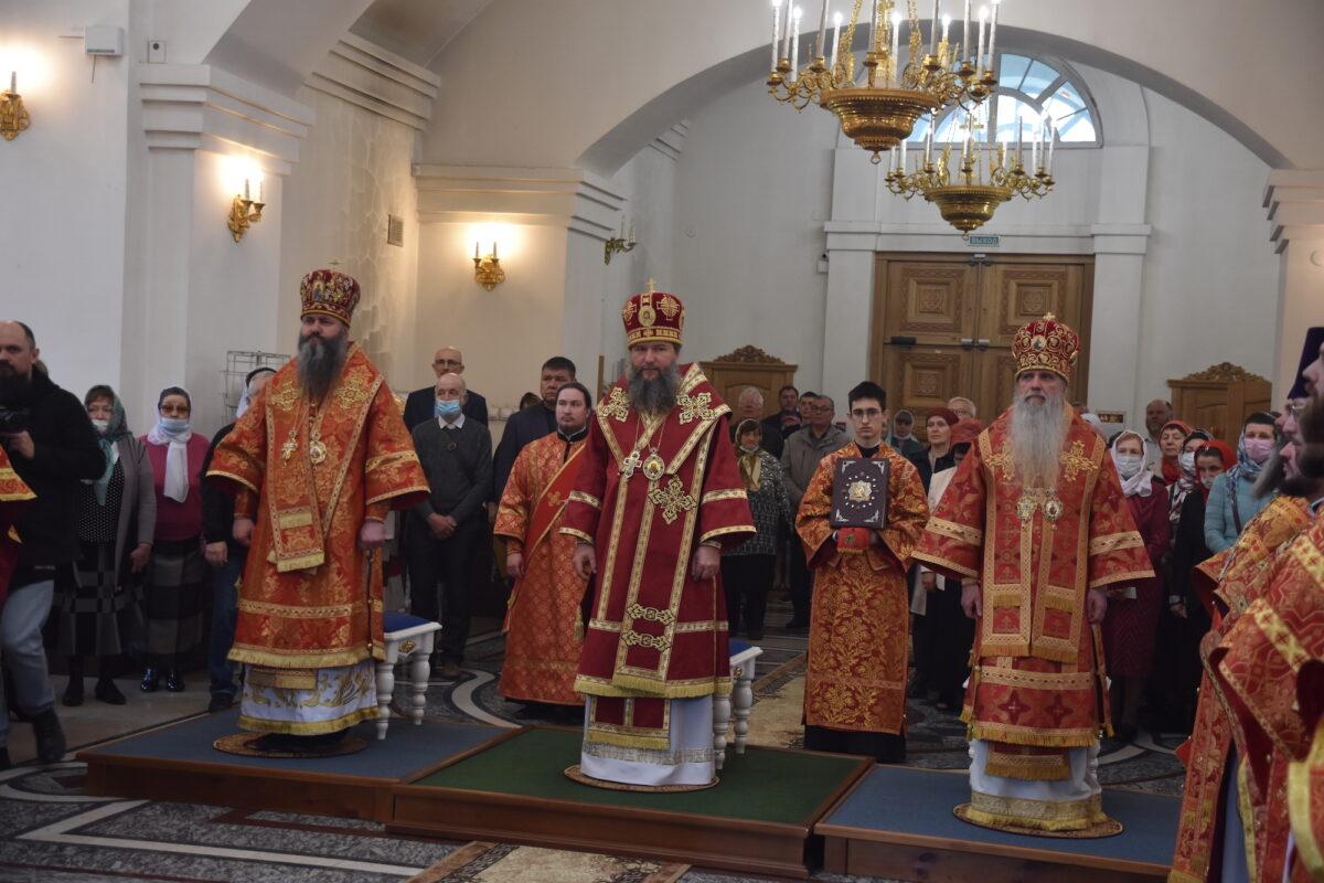Соборное служение нескольких архиереев состоялось в городе Заречном Каменской епархии (репортаж ТК «Союз»)