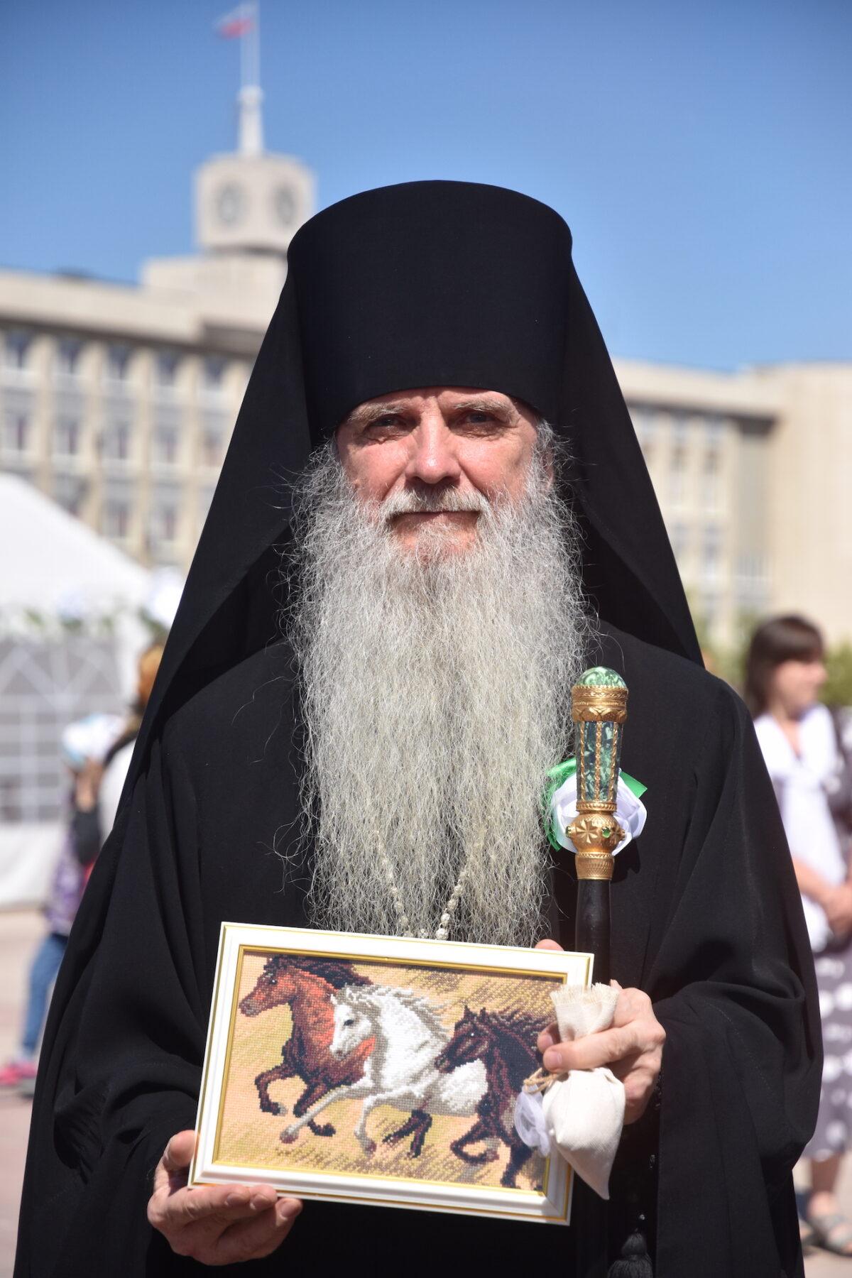 «Мы идем своим путем». Епископ Мефодий — об отношении к программе «12 шагов»
