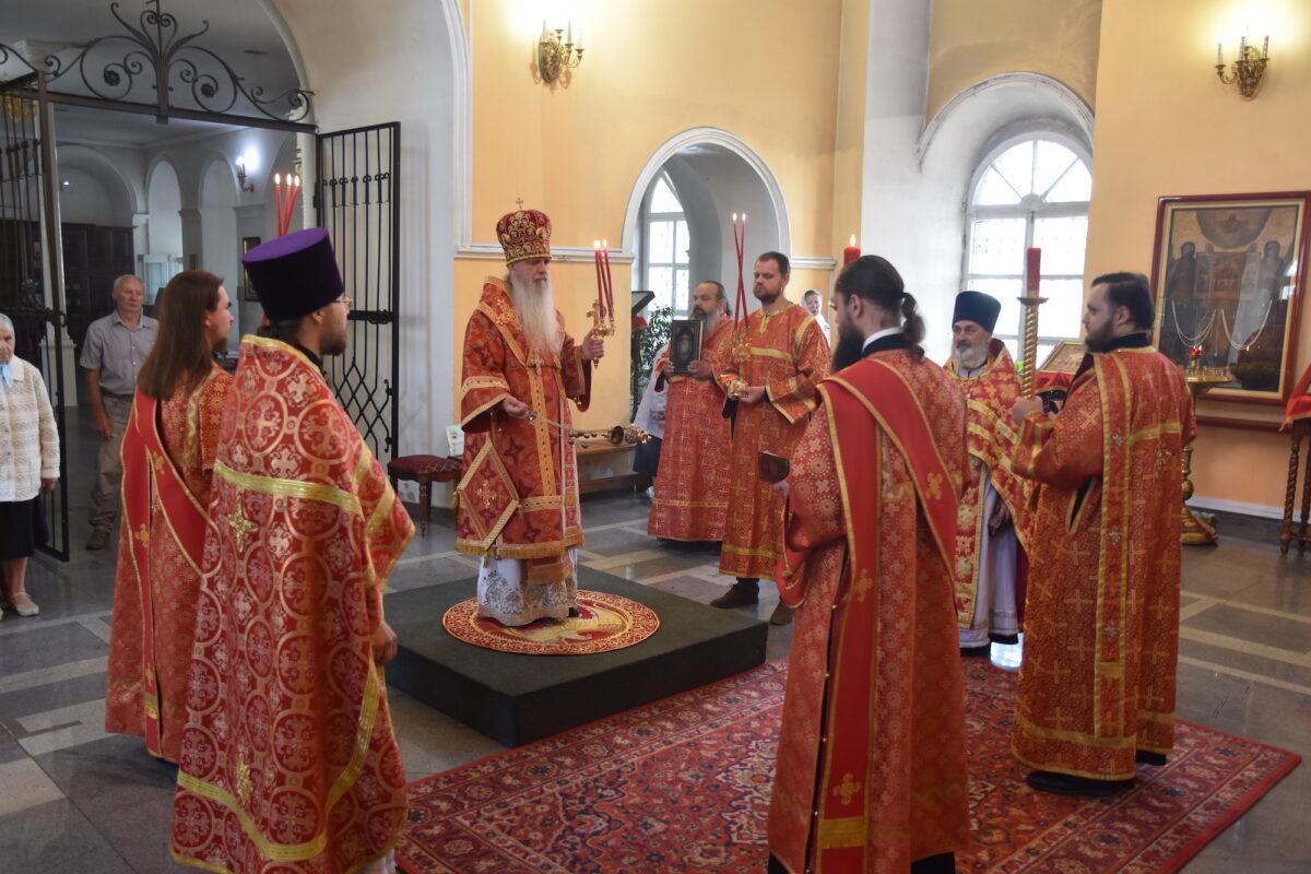 Владыка Мефодий совершил Литургию в день отдания праздника Пасхи