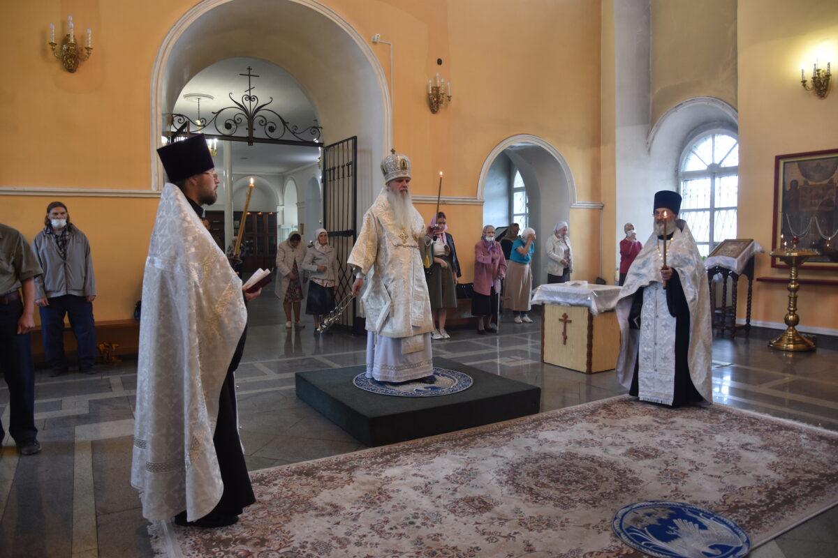 Епископ Мефодий совершил Всенощное бдение в канун Вознесения Господня