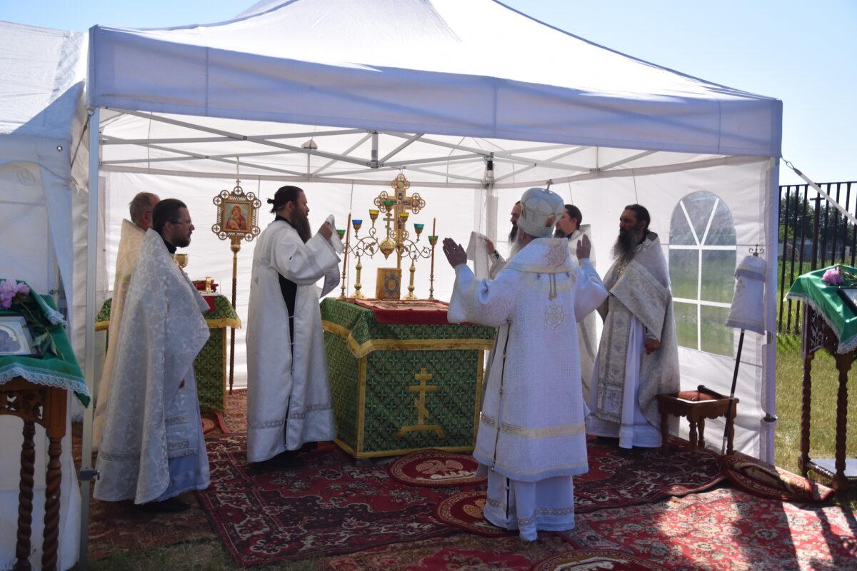 Архиерейская литургия под открытым небом состоялась в д. Чудова