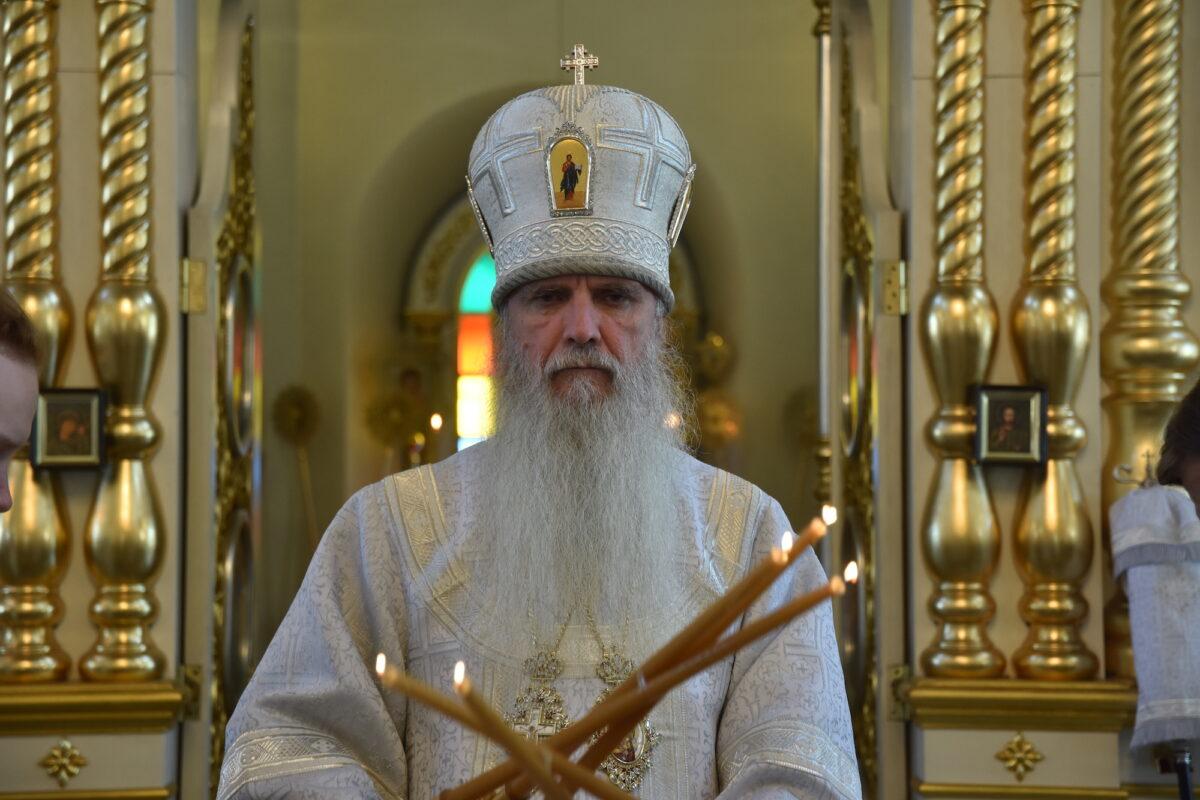 В неделю святых отцов I Вселенского Собора Преосвященнейший Владыка Мефодий совершил Литургию