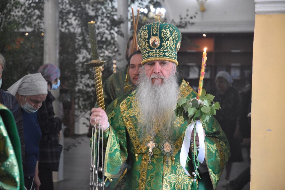 В канун престольного праздника Свято-Троицкого собора владыка Мефодий совершил Всенощное бдение