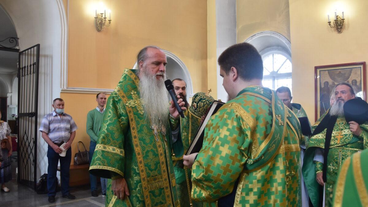 Владыка Мефодий совершил Литургию у мощей св. Александра Невского