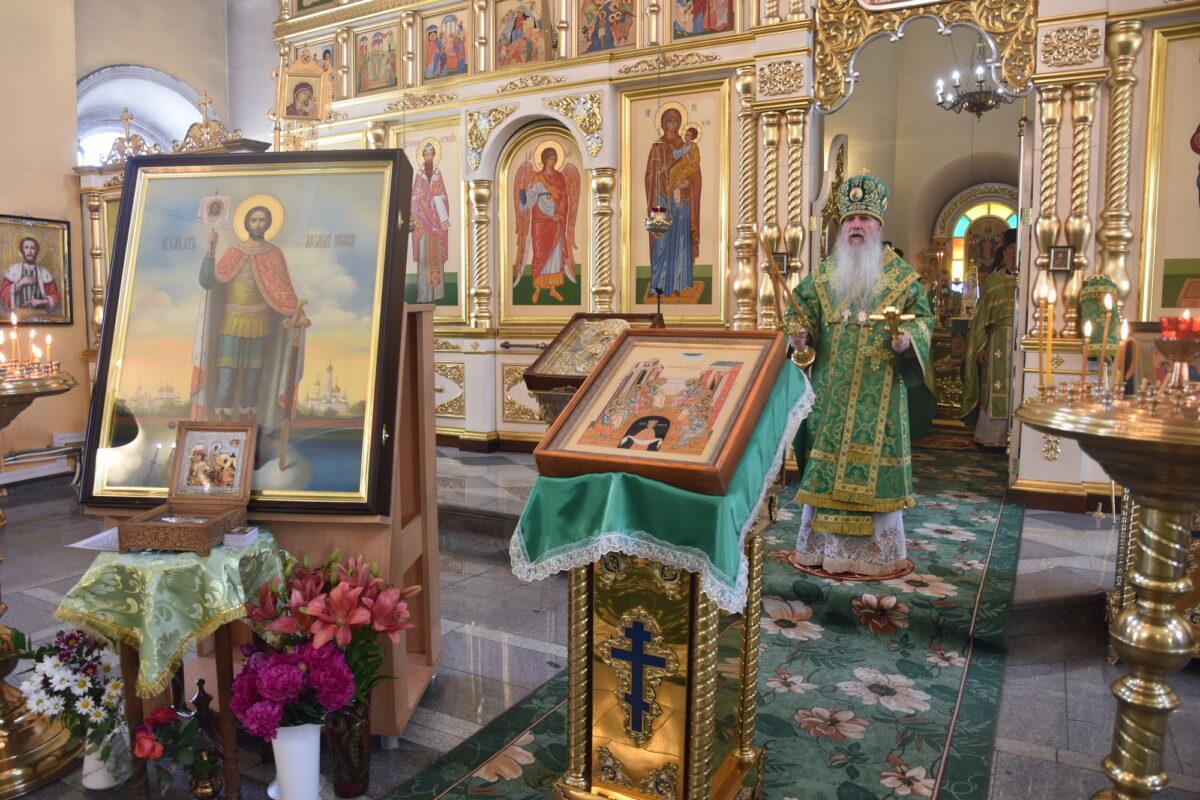 Архиерейская литургия в день отдания праздника Пятидесятницы (Репортаж ТК «Союз»)