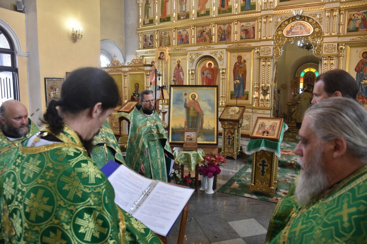 В Каменске-Уральском проводили мощи св. Александра Невского