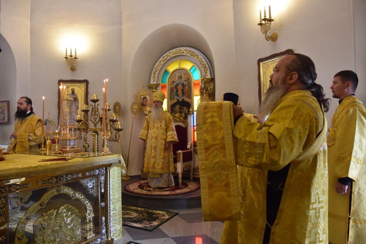 В неделю всех русских святых владыка Мефодий совершил Литургию