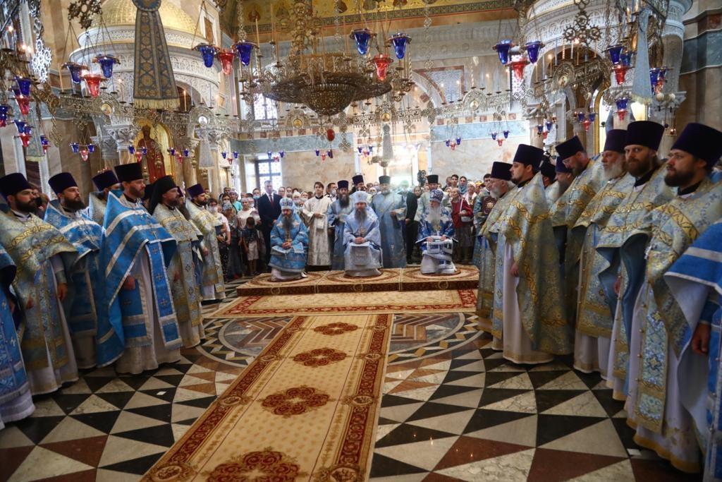 Архипастыри Екатеринбургской митрополии совершили Божественную литургию в праздник Тихвинской иконы Божией Матери