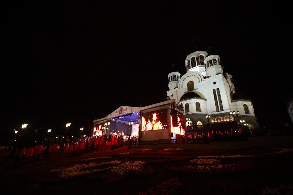 У Храма на Крови началась ночная Божественная литургия — главное богослужение Царских дней