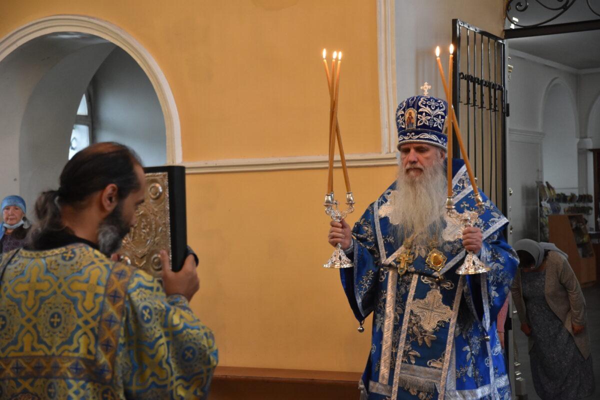 В день явления иконы Божией Матери во граде Казани епископ Мефодий возглавил Литургию