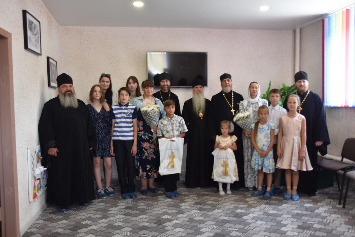 В Каменской епархии подвели итоги благотворительной акции «Белый цветок» (репортаж ТК «Союз»)