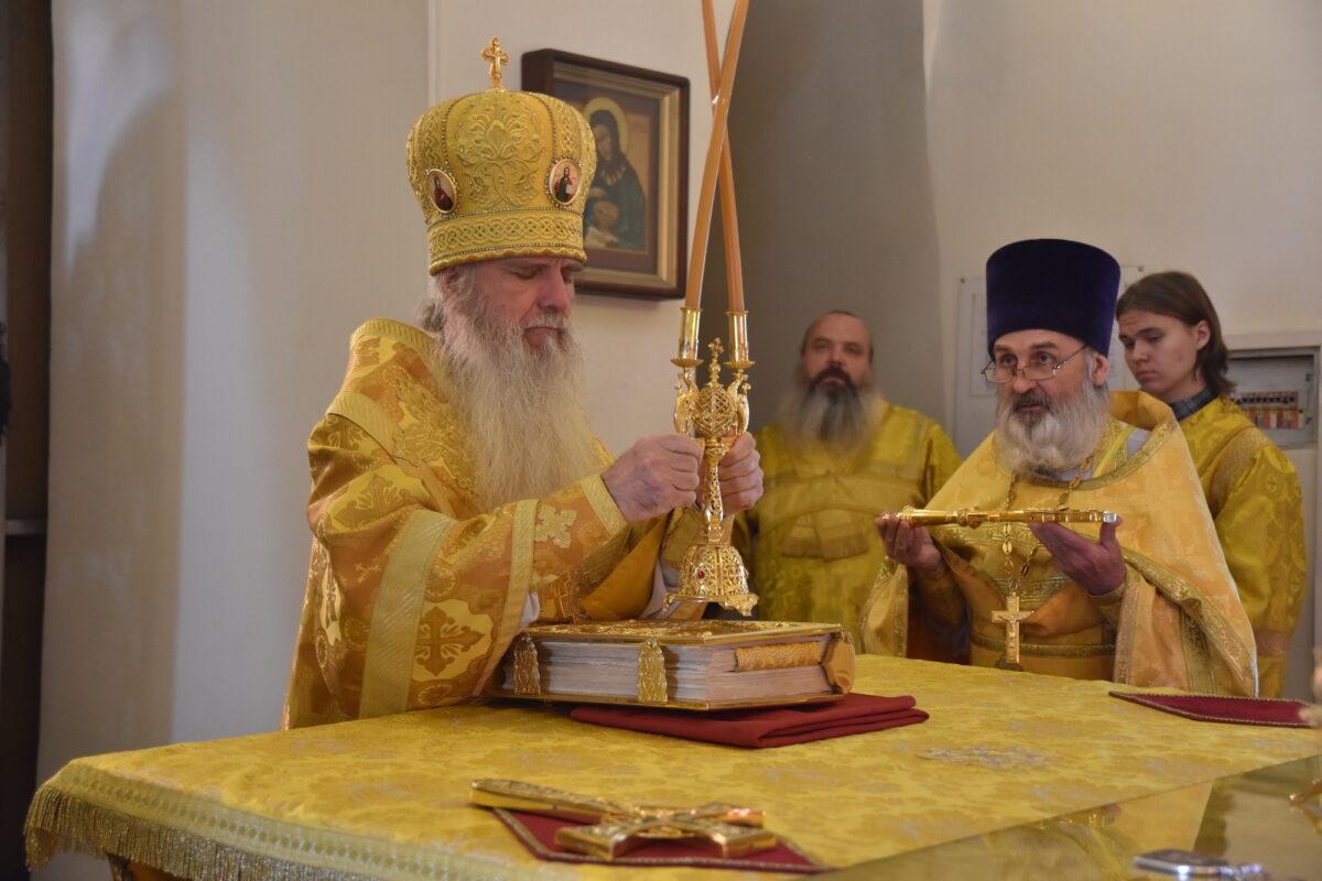 Епископ Мефодий совершил Литургию в Свято-Троицком кафедральном соборе