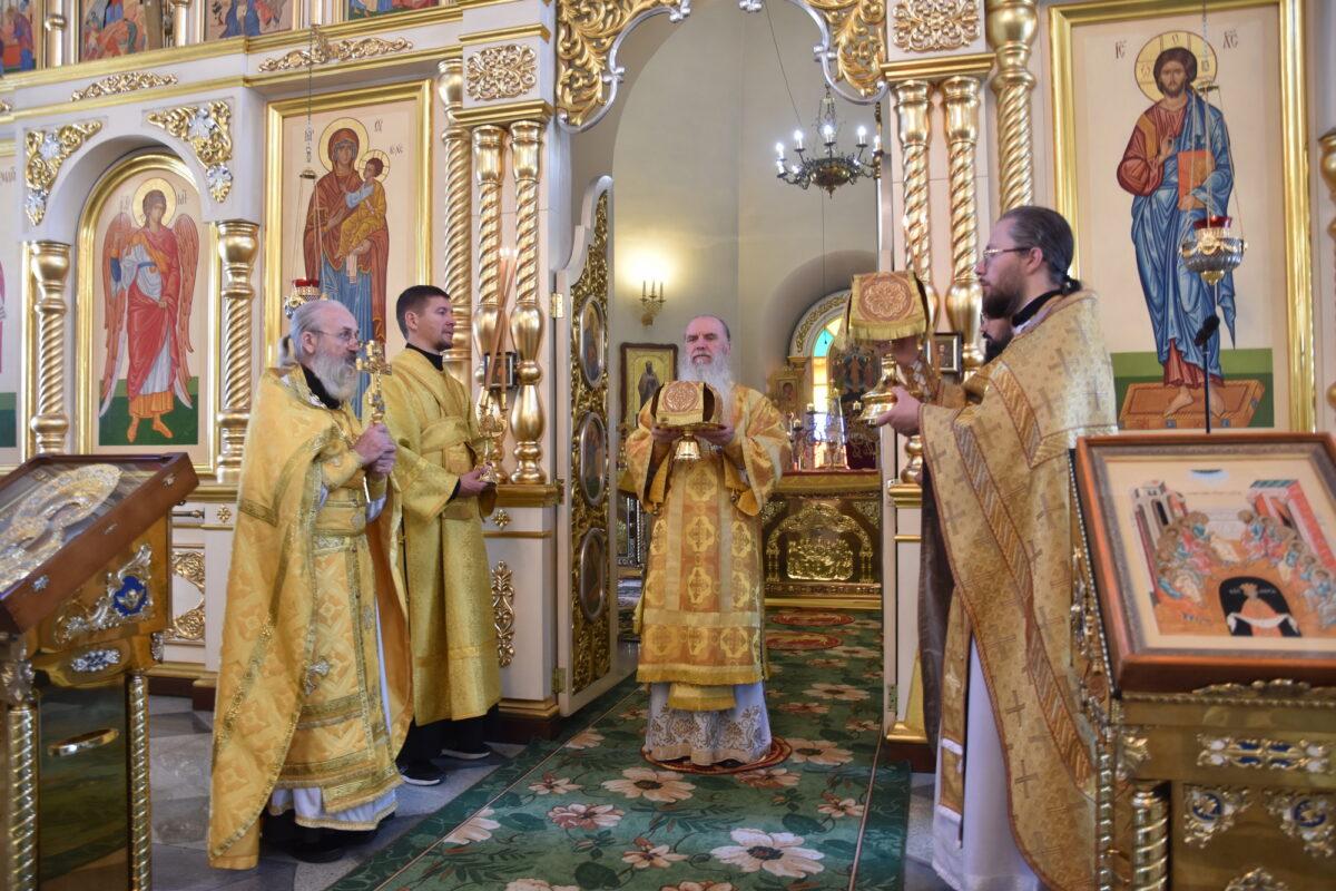Божественная литургия в день памяти пророка Илии состоялась в Свято-Троицком соборе г. Каменска-Уральского