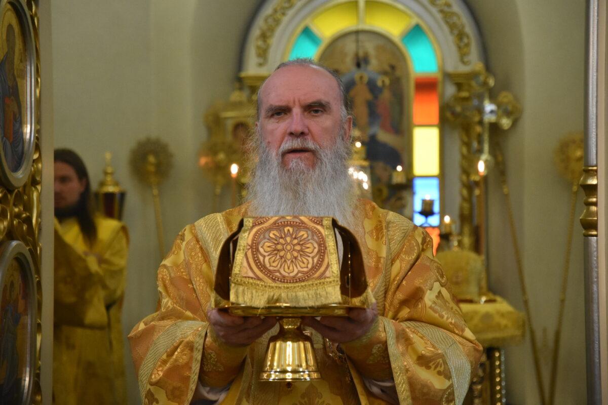 Воскресную литургию возглавил епископ Мефодий