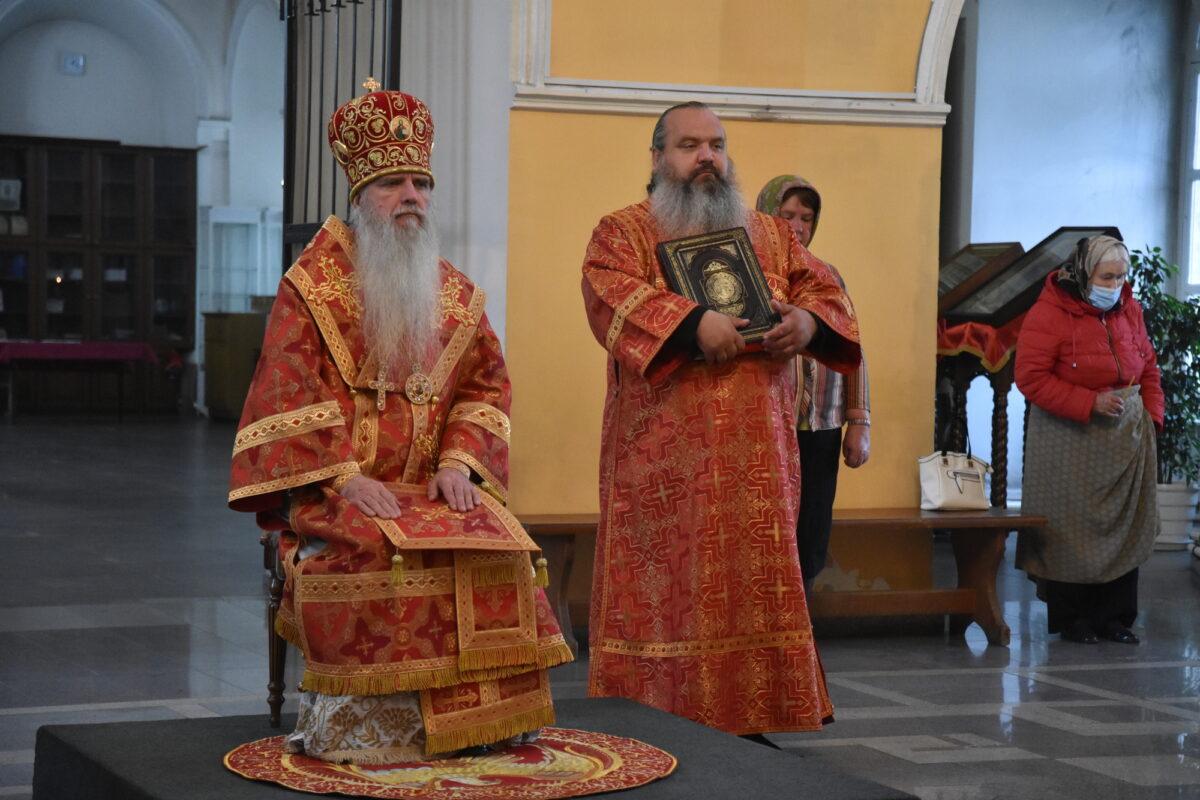 В день памяти вмч. Пантелеимона глава Каменской епархии возглавил Литургию