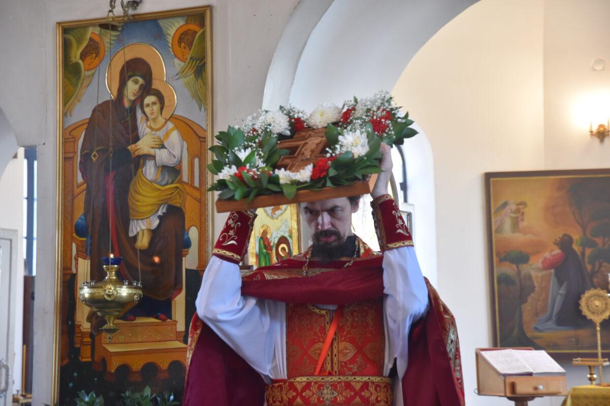 Вечернее богослужение с выносом Креста Господня состоялось в Спасо-Преображенском монастыре