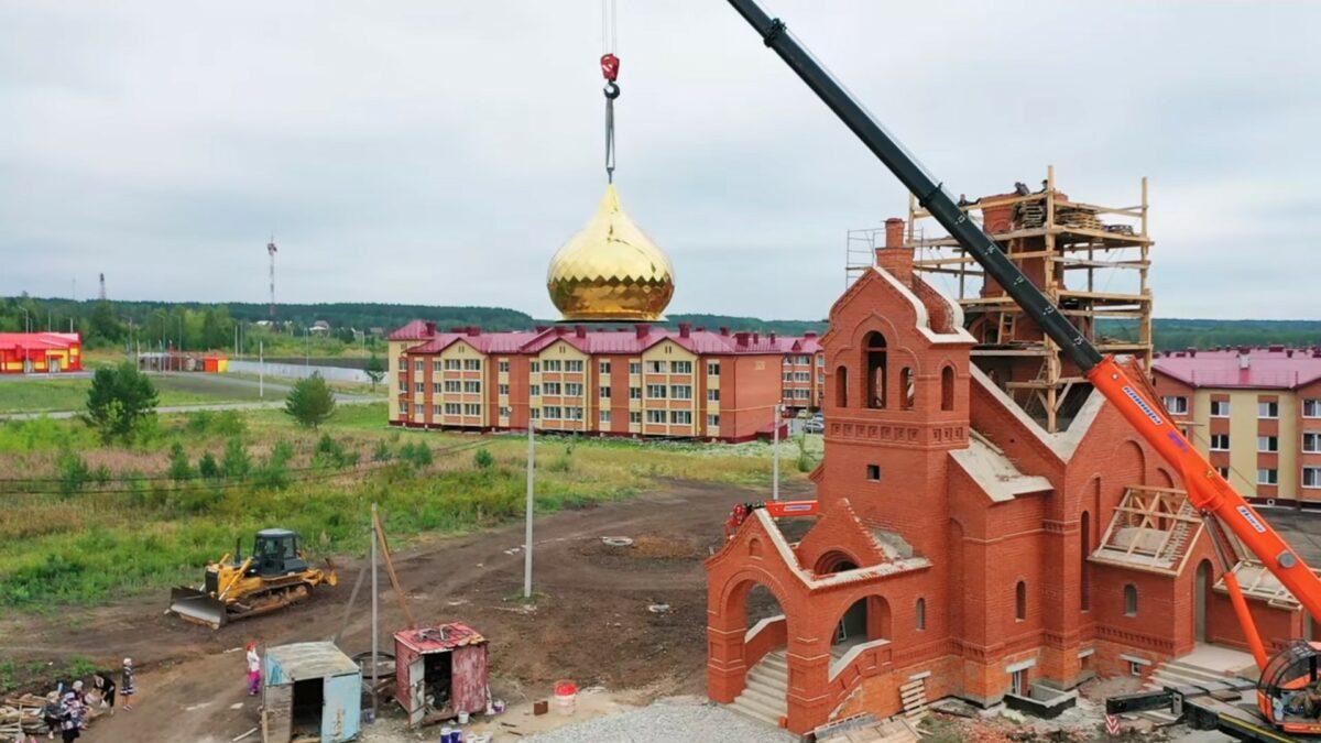 Купола и кресты на доме Божьем в г. Талица