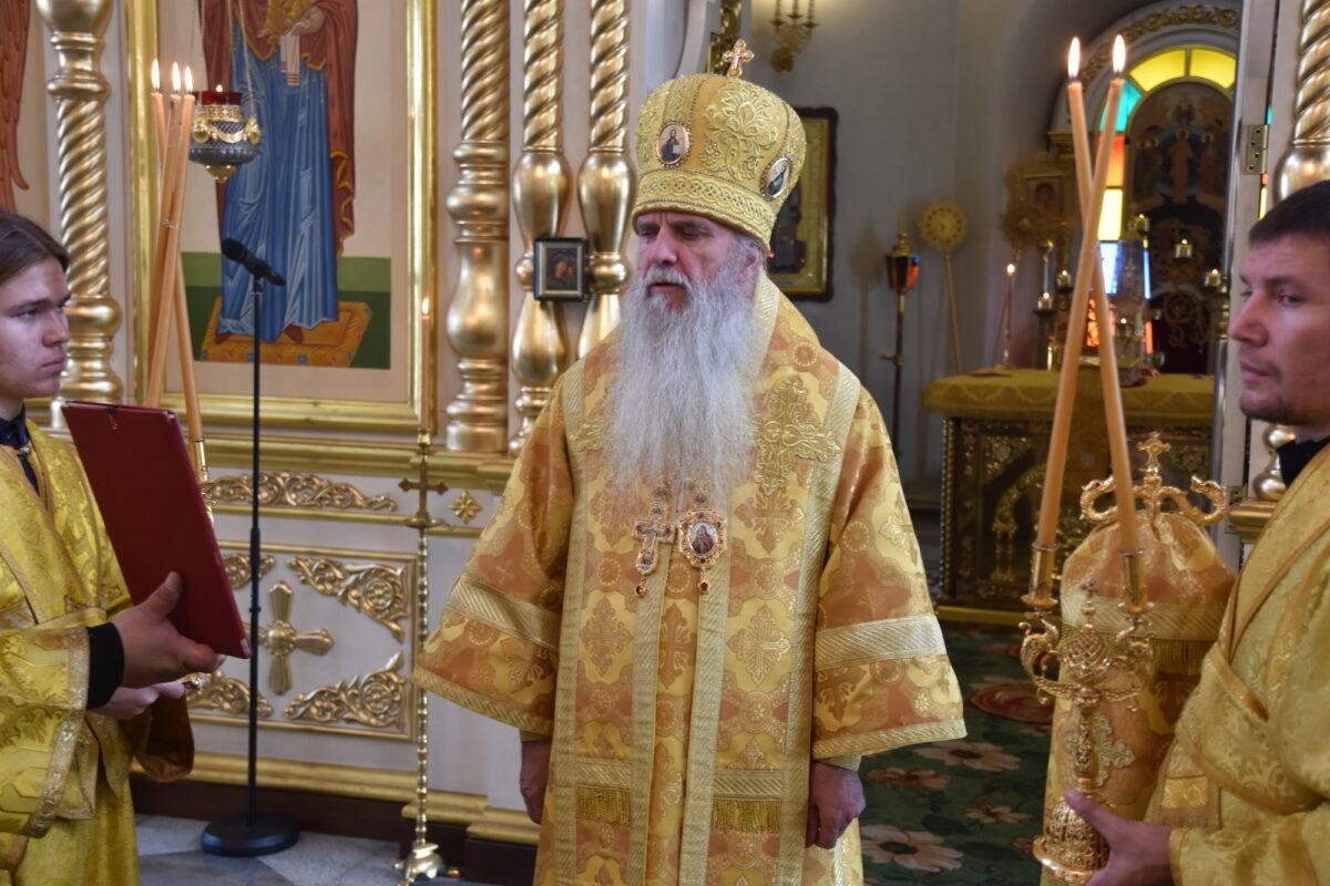 Преосвященнейший Мефодий совершил Литургию в неделю 8-ю по Пятидесятнице
