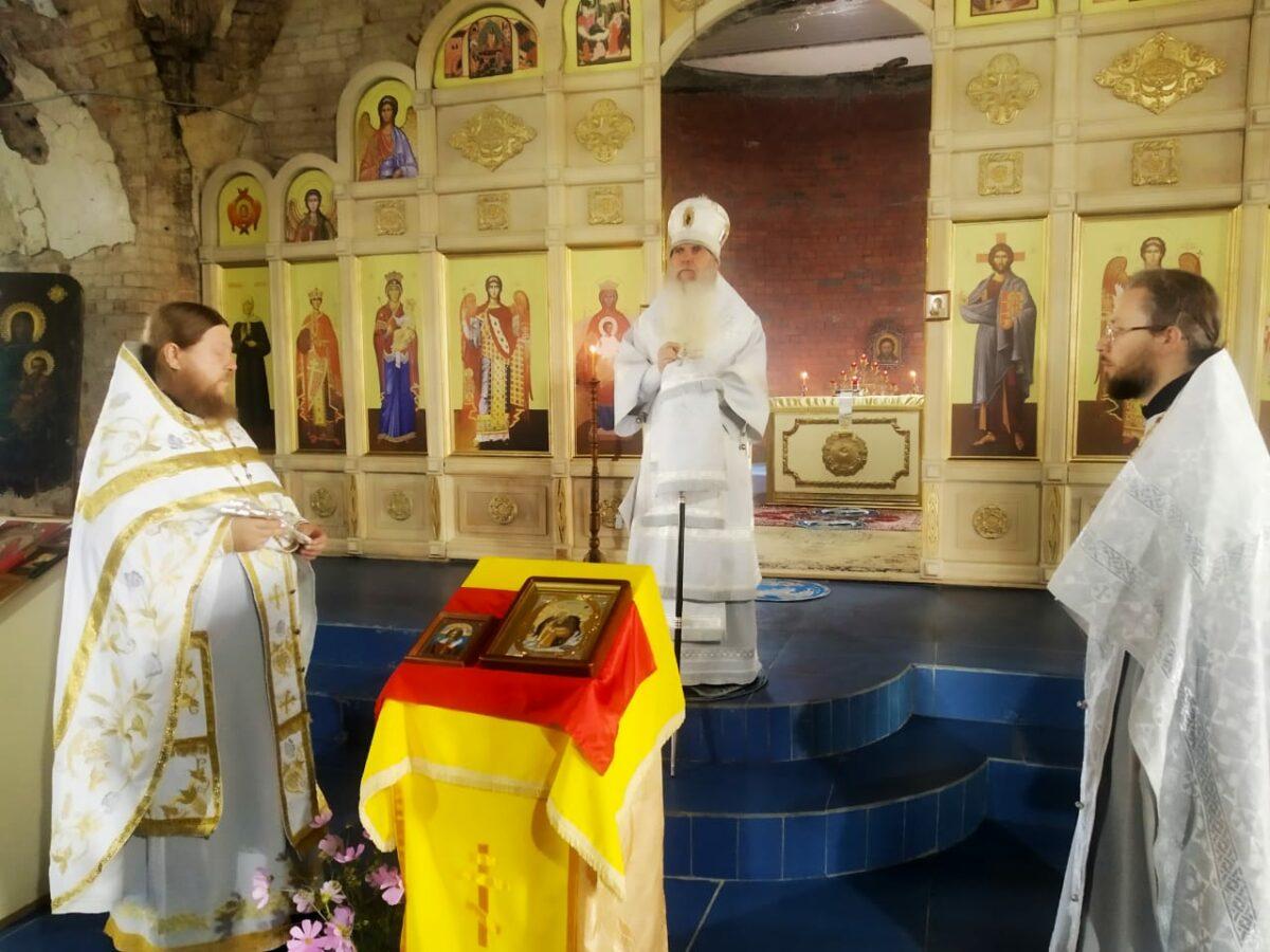 Преосвященнейший Мефодий совершил Литургию в храме Богоявления Господня с. Кочневское