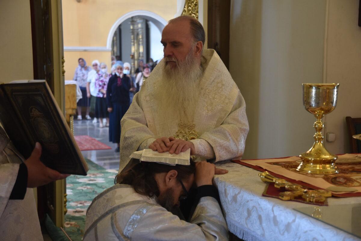 Епископ Мефодий совершил Литургию и диаконскую хиротонию в 9-ю неделю по Пятидесятнице
