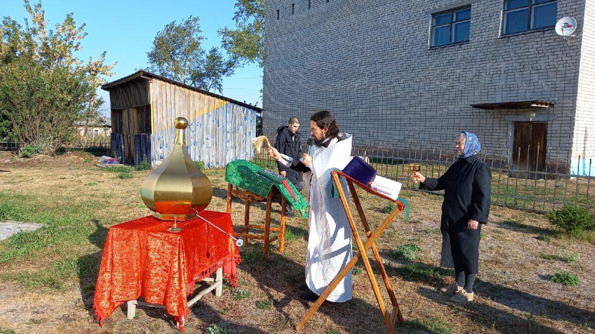 Освящение креста и купола в Троицком храме села Басмановское