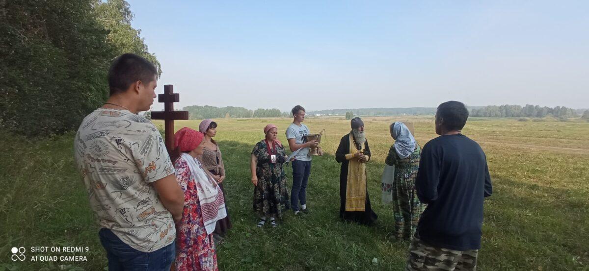 Крестоходцы молятся о спасении деревень и сел от пожаров
