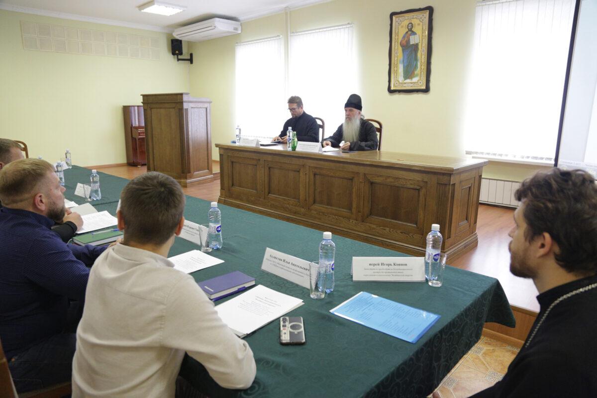 В Челябинской епархии прошёл Круглый стол по оказанию церковной помощи наркозависимым