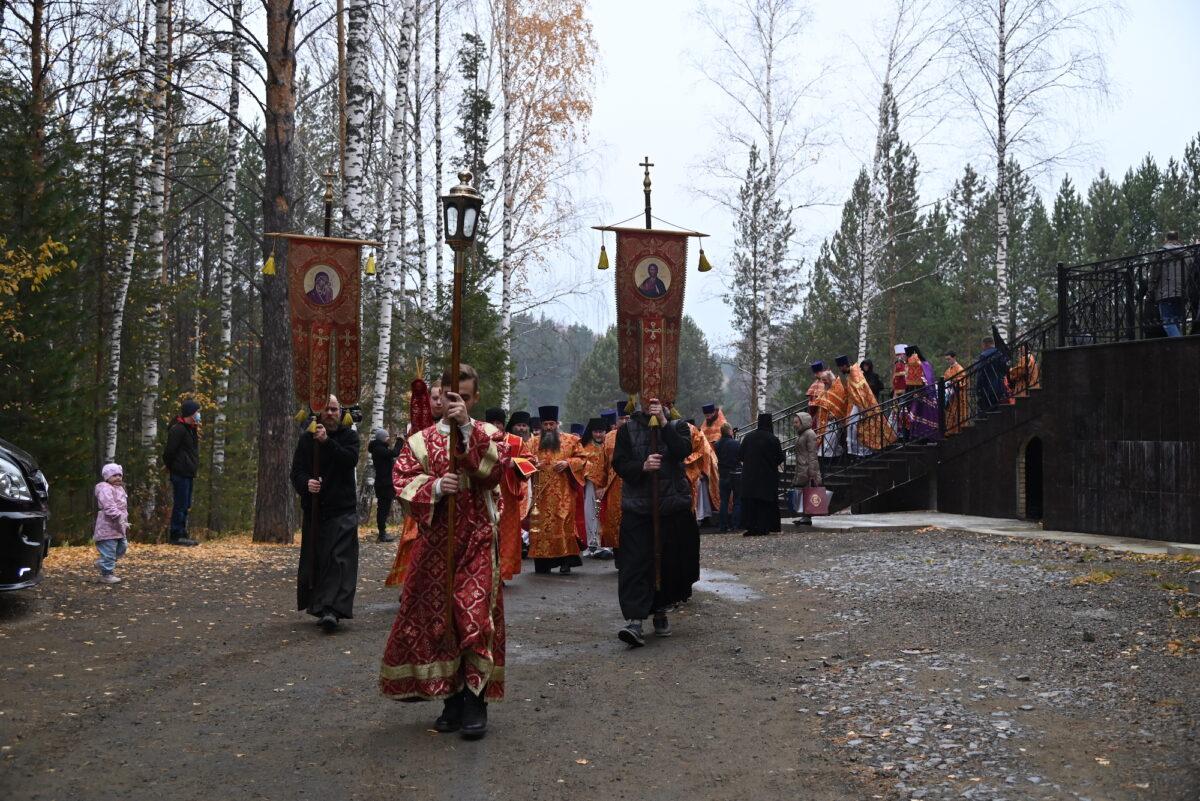 В празднование обретения мощей святой Елисаветы митрополит Евгений и епископ Мефодий совершили Божественную литургию в монастыре Новомучеников и исповедников Церкви Русской