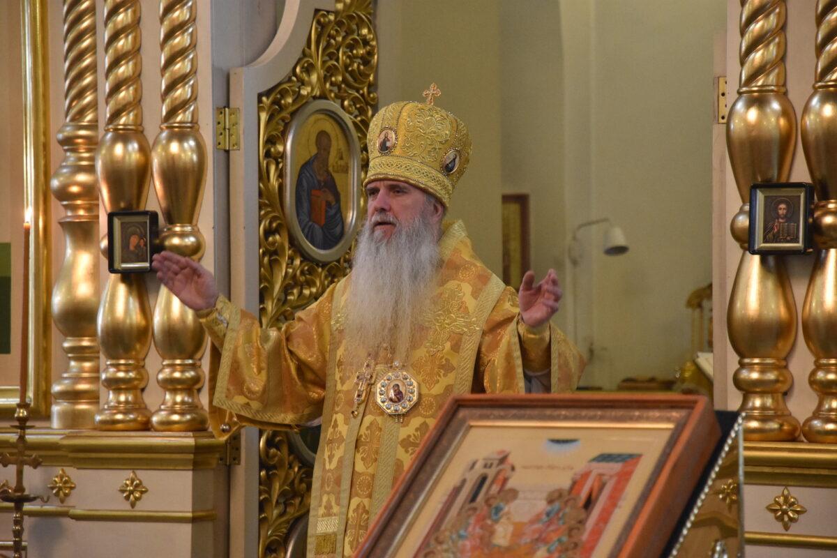 Владыка Мефодий возглавил Литургию иерейским чином в день памяти святителей Московских